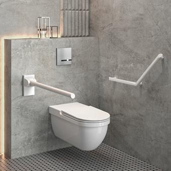 Toalety w hotelu dla osób niepełnosprawnych